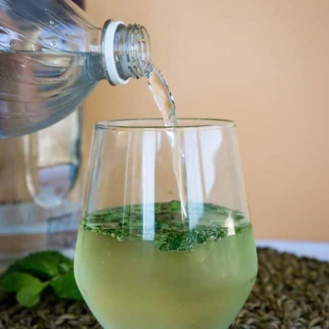 low-carb-mojito-pouring-650x650