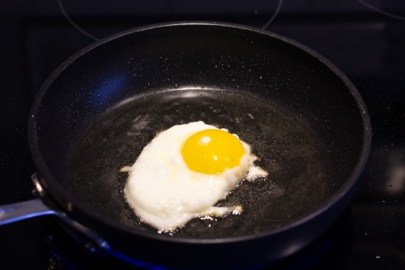 Frying an egg in a non stick skillet