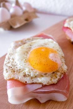 1629406803_848_Strammer-Max-German-Sandwich-with-Cured-Ham-and-Eggs