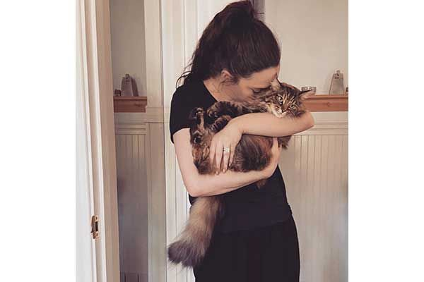 1631404988_81_Cat-Lover-Kat-Dennings-Urges-Cat-Parents-to-Take-Their