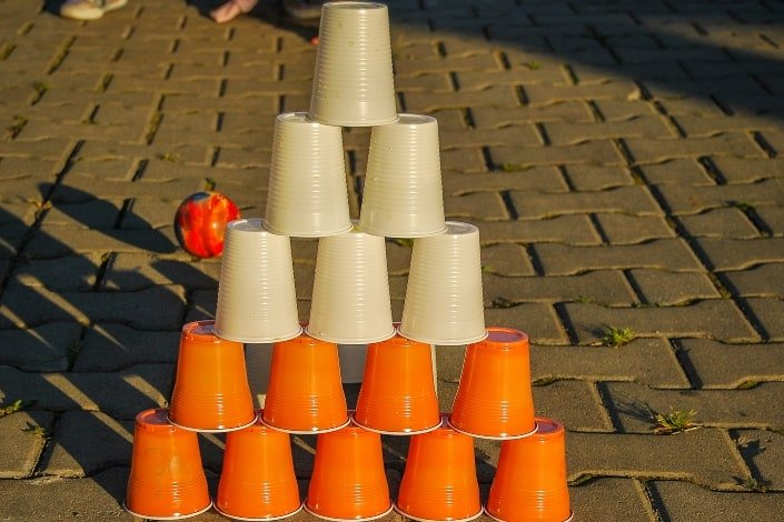 a stack of plastic cups