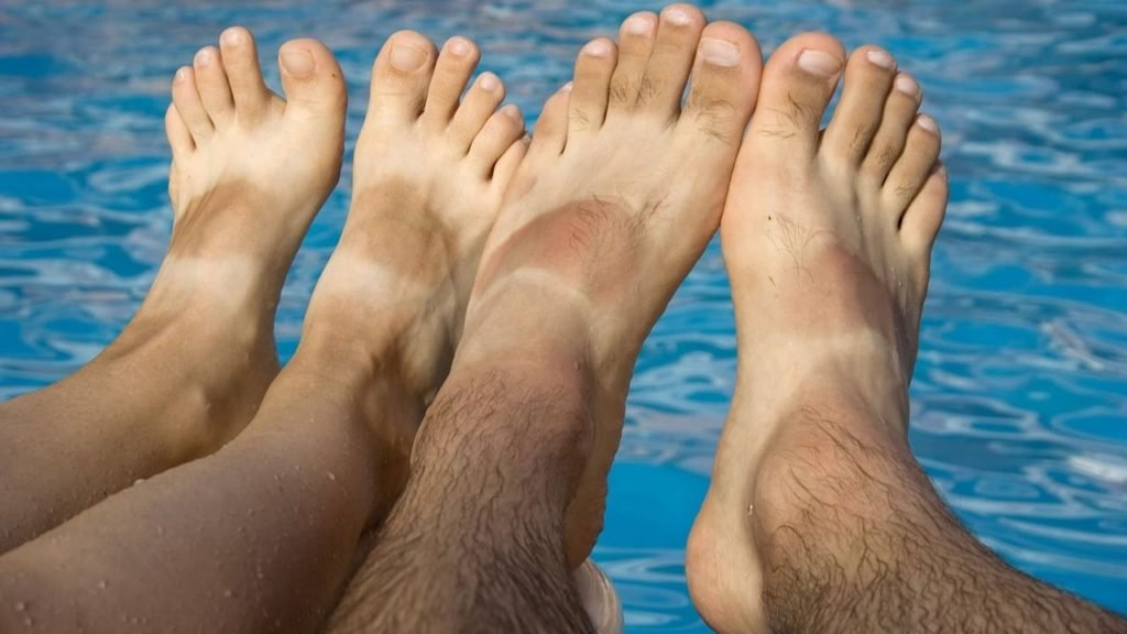 1633033513_16_Can-You-Swim-with-a-Spray-Tan-5-Must-Know-Tips