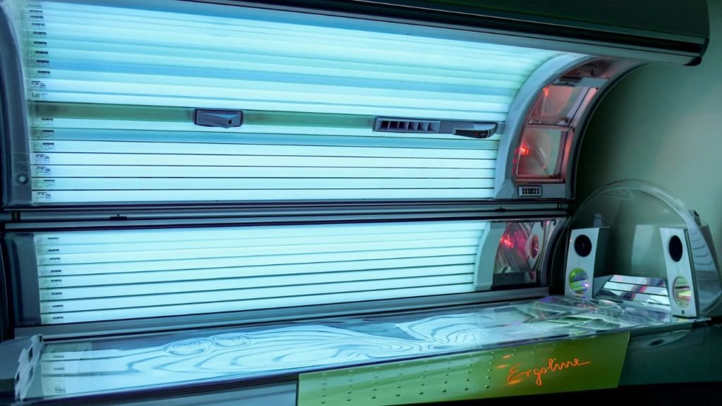 1633193628_576_How-to-Change-Tanning-Bed-Bulbs-in-5-Steps
