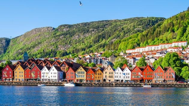 Cityscape view of Bergen, Norway (Zarnell / iStock / Getty Images Plus)